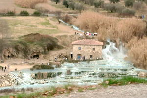 肩滝打ち奔流あらがう天然温泉、サトゥルニア - なおこのイタリア写真草子 Fotoblog da Perugia