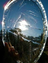 桶の水が凍っていたので - スズキヨシカズ幻燈画室
