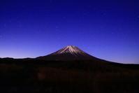 31年1月の富士(19)朝霧高原の夜の富士 - 富士への散歩道 ~撮影記~