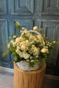 お悔みの花クリーム色のバラ - 北赤羽花屋ソレイユの日々の花