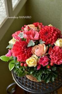 お誕生日のお祝いに贈るフラワーアレンジメント。 - 花色~あなたの好きなお花屋さんになりたい~