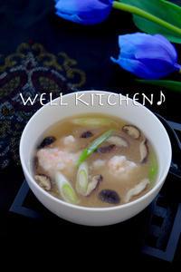 海老の団子が 恥ずかしげに顔を出します!もうぐ春な中華スープ - 家族みんなのニコニコごはん