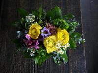 受賞のお祝いアレンジメント。「黄色系、元気な感じ」。2019/01/26。 - 札幌 花屋 meLL flowers