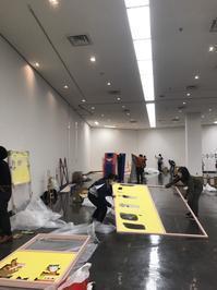 卒業制作展現在会場設営中 - 文教大学教育学部 美術研究室