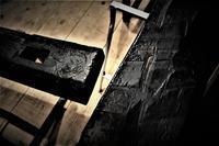 煤色のはつり板 - SOLiD「無垢材セレクトカタログ」/ 材木店・製材所 新発田屋(シバタヤ)