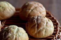 メロンパン - 森の中でパンを楽しむ