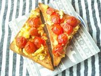 プチトマト入りスクランブルエッグのトースト - Minha Praia