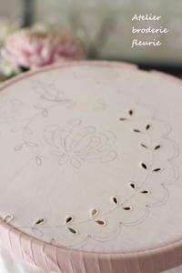 菊のカットワーク - フランス 白糸刺繍教室 Atelier broderie fleurie (アトリエ ブロドリーフルーリ)