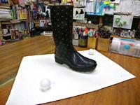 ゴム長靴の片一方とピンポン球二個 - スズキヨシカズ幻燈画室