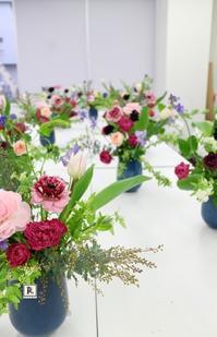 松屋銀座1day Lesson お花と対話するひと時が流れ、また銀座らしい華やかな作品となりました - Bouquets_ryoko