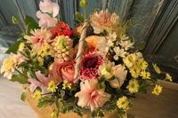 お誕生日の花とワークショップのお知らせ3.1カフェ「粉寝」さんにて - 北赤羽花屋ソレイユの日々の花