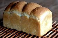 山型食パンとミックスジャム - 森の中でパンを楽しむ