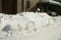 几帳面な雪かきの跡とスノーダンプ - 照片画廊