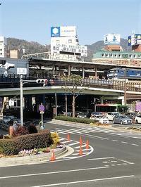 藤田八束の鉄道写真@三ノ宮駅にて貨物列車を激写、春を告げる神戸の街の可愛い花達 - 藤田八束の日記