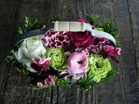 お誕生日のハンドル付きタルト型アレンジメント。「かわいい感じ」。平岸4条にお届け。2019/01/30。 - 札幌 花屋 meLL flowers