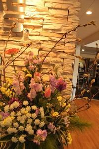 エニタイムフィットネスセンター赤羽北店様へ立春春のアレンジ - 北赤羽花屋ソレイユの日々の花