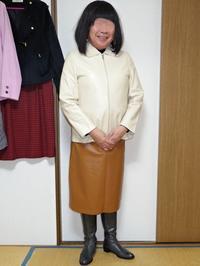 ベージュのロングジャケットを合わせてみたわ - レザー純子