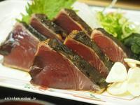 高知でカッオのタタキを食べる@高知のひろめ市場 - アリスのトリップ