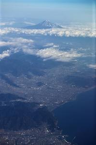 藤田八束の鉄道写真@藤田八束のANAでの旅、飛行機からの富士山は最高、冠雪した富士山が駿河湾に美しい姿を見せる・・絶景!!、そして鉄道写真 - 藤田八束の日記