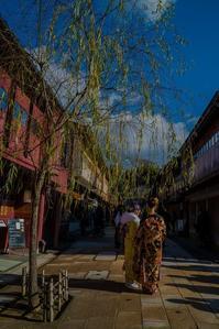 日中のひがし茶屋街 - 鏡花水月