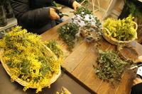 ミモザのリースレッスン2.2と生花のベーシックレッスン2.5 - 北赤羽花屋ソレイユの日々の花