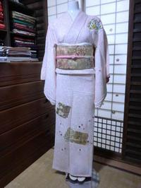 ピンクゴールドのゴージャスな帯をコーディネート。 - 京都嵐山 着物レンタル&着付け「遊月」