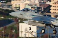 着陸態勢を追ってF-15航空自衛隊 - 飛行機の虜