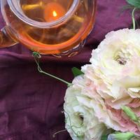 繋がりはフランス語から「和漢ティザンヌ」との出会い - お花に囲まれて