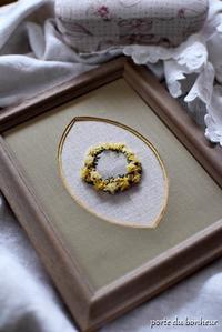 ミモザ刺繍を額装に - A partir d'une seule piece  カルトナージュで私だけの空間創り