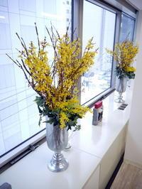 定期的にお取替えしている「歯科 おいしい幸せ」さんのアーティフィシャルフラワー(造花)ディスプレイ。2019/02/07。 - 札幌 花屋 meLL flowers