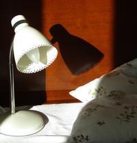 お初^^ 枕元の灯かり ( Nouvelle lampe de chevet ) - @ la pie.fr