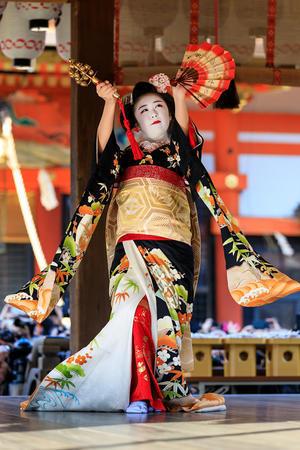 祇園さんの節分祭・舞踊奉納と豆まき(宮川町のみなさん) - 花景色-K.W.C. PhotoBlog
