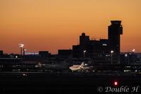 夜明け前のターミナル - one day, one photo