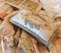パリの蚤の市から池袋西武へ*刺繍のサシェ&蝶々のブローチなど - BLEU CURACAO FRANCE