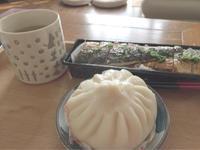 お昼ご飯は肉まんと焼き鯖寿司でした - 55歳から専業主婦はじめました