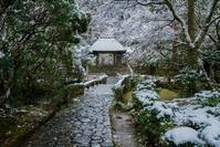 法然院の雪景色 - 鏡花水月
