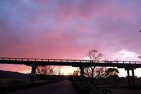 今日の夕景 - 長い木の橋