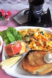 ■朝ご飯【MIX野菜炒めの炒り卵乗せ/パンが焦げて失敗!】 - 「料理と趣味の部屋」