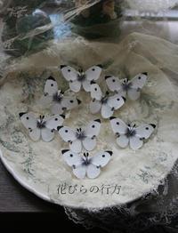 布で作るモンシロチョウ~ブローチとイヤリング - 布の花~花びらの行方 Ⅱ