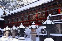 雪灯籠と三猿 - 風の香に誘われて 風景のふぉと缶