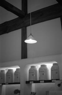 静かな空間にともる柔らかな灯り - Film&Gasoline