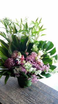 お供えのアレンジメント。「可愛らしい感じ」。2019/02/14。 - 札幌 花屋 meLL flowers