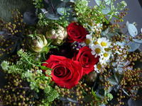 バレンタインデーに男性から女性への花束。「赤系、ドライフラワーになりやすいもので」。2019/02/14。 - 札幌 花屋 meLL flowers