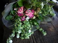 ご結婚記念日に奥様へ花束。「バラ入れて」。南区南沢にお届け。2019/02/16。 - 札幌 花屋 meLL flowers
