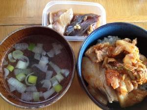 豚キムチ丼(豚バラ肉、キムチ、にんにく) - 40代オンナの自分会議