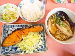 京都市 ラーメン店で焼き魚定食 博多っ子 - 転勤日記