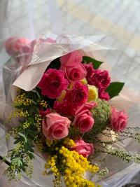 堺市総合福祉会館のホールに舞台御祝の花束をお届けしました - ルーシュの花仕事