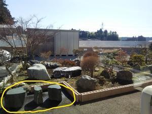 喫煙所の設置と庭石の追加 -