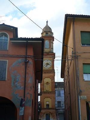 家と家の間に時計塔 (Torre dell'orologio) - エミリアからの便り