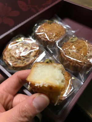 【お弁当はお休み】新橋亭の月餅 - おべんとブログ
